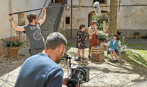 """Die spanische Serie """"La Caza"""" mit Megan Montaner und Félix Gómez wurde bis vor wenigen Tagen noch in Valldemossa gedreht. Nun herrscht wegen der Corona-Maßnahmen Stillstand in der Branche."""