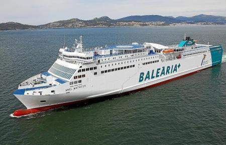 Balearia-Fähre im Einsatz.