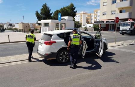 Polizisten im Einsatz auf Ibiza.