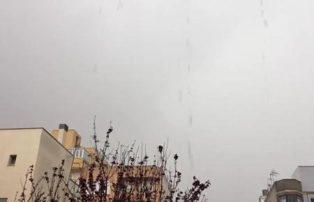 Die Regenfälle setzen die Hinterhof-Patios im Zentrum von Palma gehörig unter Wassee.