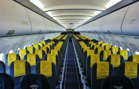 Um Menschen abzuholen, kommen viele Flugzeuge leer auf dem Flughafen Son Sant Joan an.