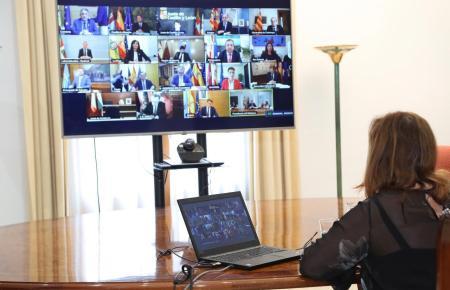 Balearen-Ministerpräsidentin Armengol bei einer nationalen Videoschalt-Konferenz.