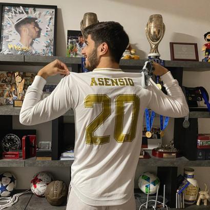 Marco Asensio wurde 1996 auf Mallorca als Sohn eines Spaniers aus dem Baskenland und einer Niederländerin geboren.