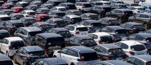 Ein Mietwagen-Parkplatz auf Mallorca. Wer darf während der Ausgangssperre noch ein Auto mieten?