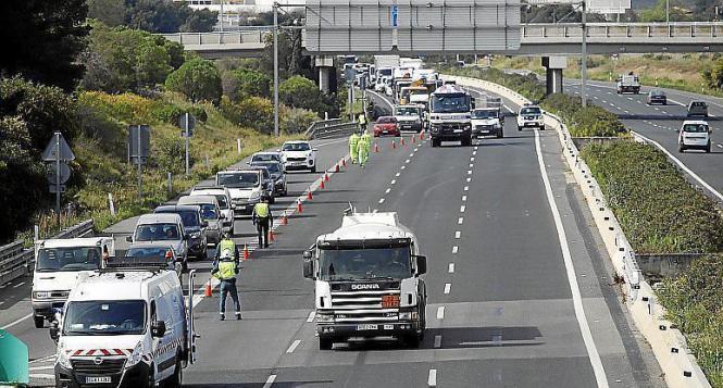Fahrzeugkontrolle auf einer Autobahn.