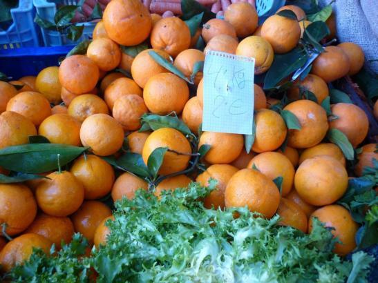 Orangen kommen auch ins Haus.