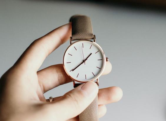 Am Sonntag wird die Uhr eine Stunde vorgestellt. Warum das 2020 besonders belastend sein kann.