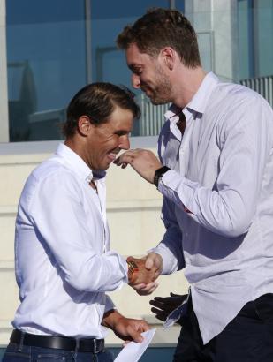 Gute Freunde: Rafael Nadal (l.) und Pau Gasol.