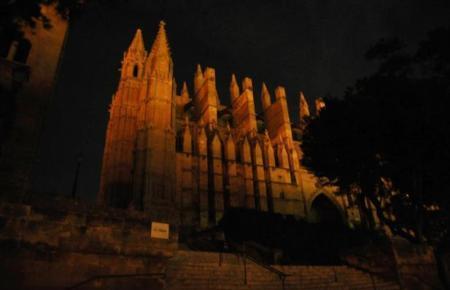 """Während der """"Earth Hour"""" wird üblicherweise die Beleuchtung der Kathedrale """"La Seu"""" abgeschaltet."""