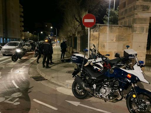 Drei Jugendliche wurden bei einer Polizeikontrolle festgenommen. Sie hatten sich nicht an die Ausgangssperre gehalten.