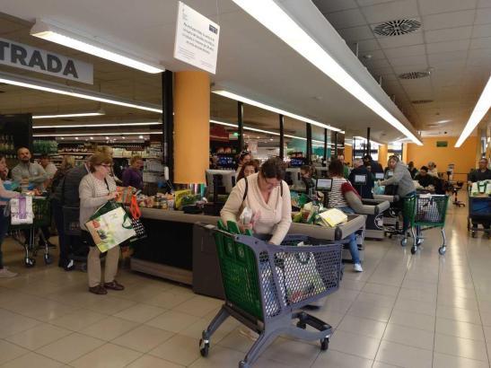 Supermärkte bleiben natürlich weiter geöffnet.