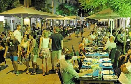 Gastronomie- und Hotelgewerbe werden laut der Szenarien der Experten am meisten unter der Coronakrise leiden.