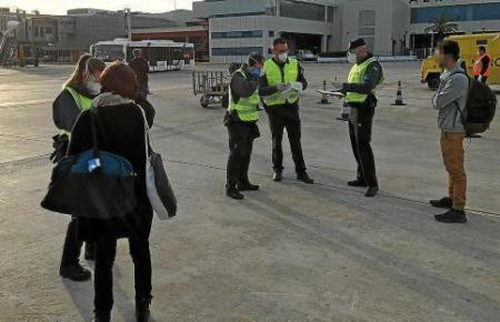 Drei Reisende mussten direkt nach Barcelona zurückfliegen, weil sie keine Balearen-Residenten sind.
