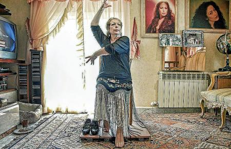 Auch wenn die Knie nach all den Jahren schmerzen – der Flamenco lässt La Chana nicht los.