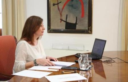 Ministerpräsidentin Francina Armengol am Sonntag während der Videokonferenz mit Spaniens Regierungschef Pedro Sánchez und ihren übrigen Amtskollegen in den anderen autonomen Regionen.