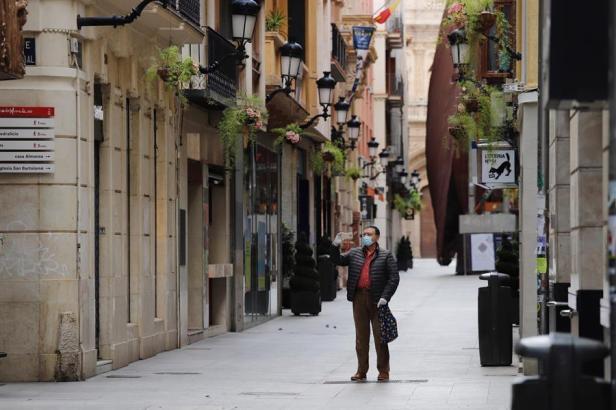 Masken gehören in Spanien momentan weiterhin zum Straßenbild.