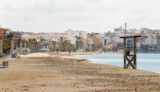Die Playa de Palma liegt seit Ausrufung des Notstandes und der Ausgangssperre auf Mallorca verlassen da.
