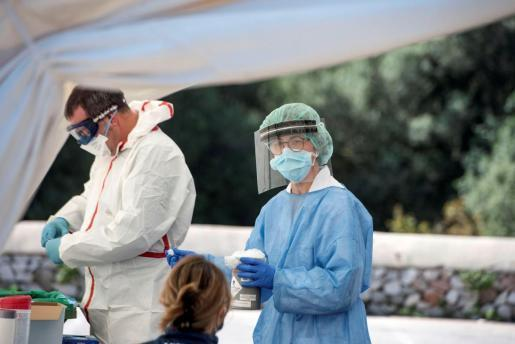 Corona-Mediziner bei der Arbeit.