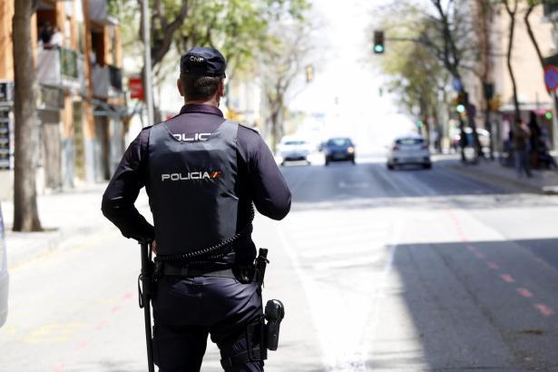 Die Polizei ist weiterhin auf den Straßen Mallorcas präsent, um Verstöße gegen die Ausgangssperre zu ahnden.