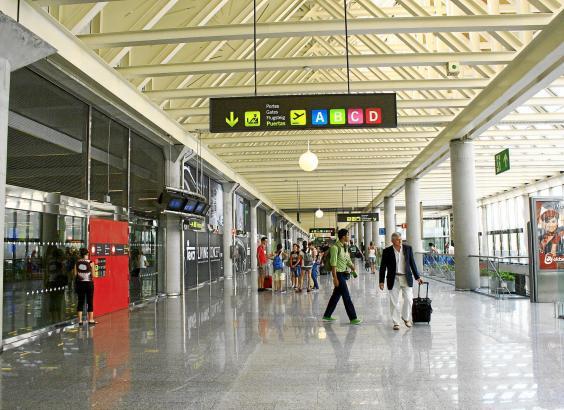 Der Flughafen von Mallorca soll eine der letzten Einrichtungen sein, die die Balearen-Regierung wieder öffnet.
