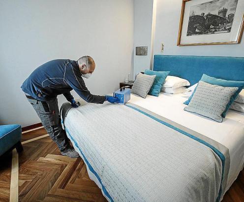 Per Studie wird derzeit getestet, ob UV-Licht sich für die Desinfektion von Hotelzimmern eignet.