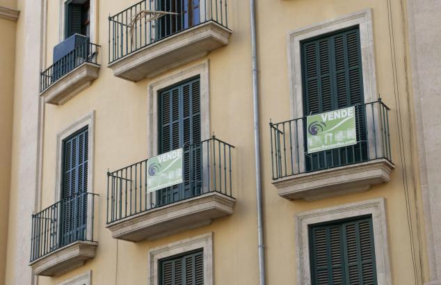 Viele Wohnungen auf Mallorca haben nur einen kleinen Austritt oder gar keinen Balkon, sondern ein kleines Fenster mit Blick auf die Straße.