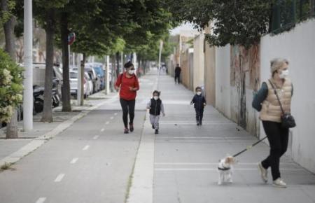 Ab Samstag, den 2. Mai, dürfen auch Erwachsene nach draußen gehen. Genaue Zeitvorgaben gelten allerdings.