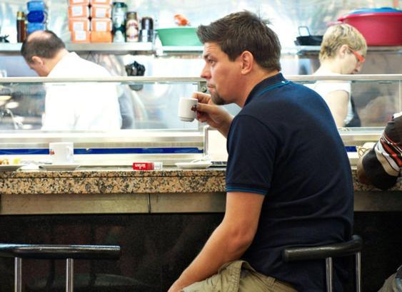 Tim Mälzer genießt seinen Kaffee gerne in mallorquinischen Bars.