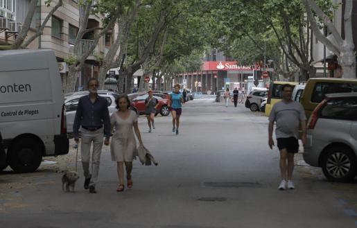 Auch in der Blanquerna-Straße musste der Autoverkehr zugunsten der Spaziergänger zeitweise ruhen.