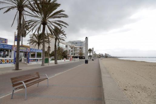 Momentan herrscht an der Playa de Palma touristisch noch gähnende Leere.
