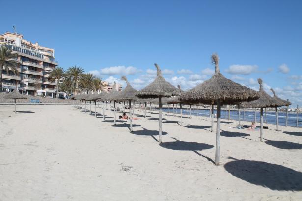 Zwar dürfen Hotels und Geschäfte teilweise wieder öffnen, erwartungsgemäß rentiert sich das aber ohne Touristen nicht.