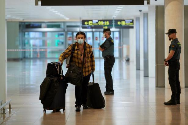 Passagier bei der Ankunft auf dem Flughafen Mallorca.
