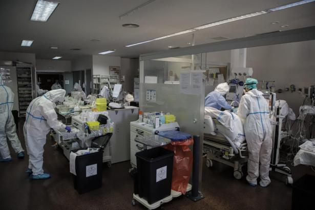 Corona-Ärzte bei der Arbeit im Son-Llàtzer-Hospital in Palma.
