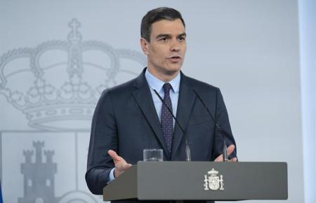 Pedro Sánchez vor Journalisten im Moncloa-Palast.