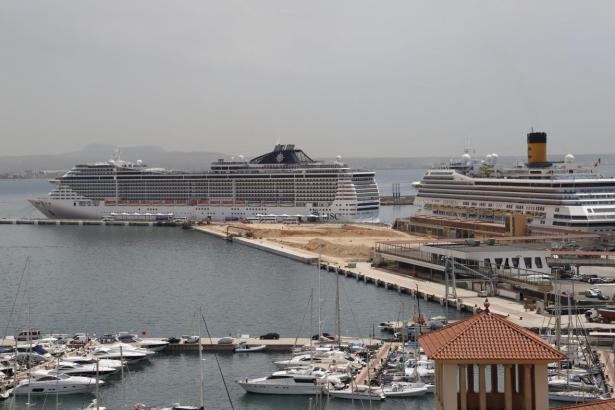 Kreuzfahrtschiffe im vergangenen Jahr im Hafen von Palma.