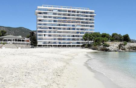 So leer ist der Strand von Palmanova momentan noch.