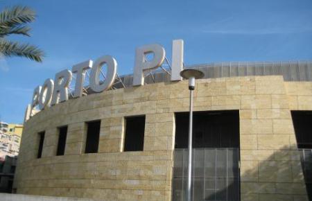 Blick auf das Einkaufszentrum Porto Pi.