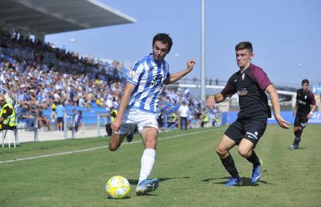 Jordan Holsgrove setzt zum Schuss an. Der Schotte ist bis zum 30. Juni vom FC Reading an Atlético Baleares ausgeliehen. Wenn das Express-Play-off-Turnier Mitte Juli stattfindet, wird er den Inselkickern womöglich nicht mehr zur Verfügung stehen.