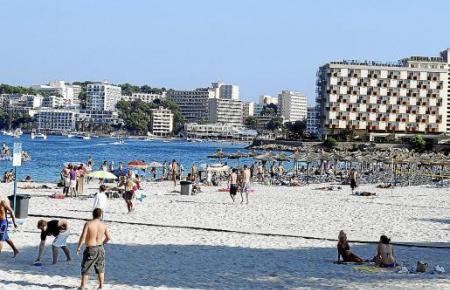 Wann wird auf Mallorca wieder ganz gewöhnlicher Tourismus wie auf diesem Archivfotovon 2011 aus Palmanova stattfinden?