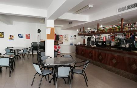 In der Bar Ca'n Bernat in Mancor ist man darauf vorbereitet, die Gäste auch drinnen zu bedienen.