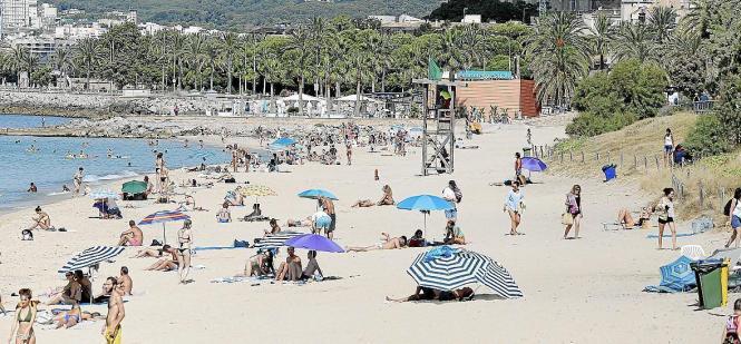 Auch an Palmas Stadtstränden gilt die Pflicht, zwei Meter Abstand zu halten.