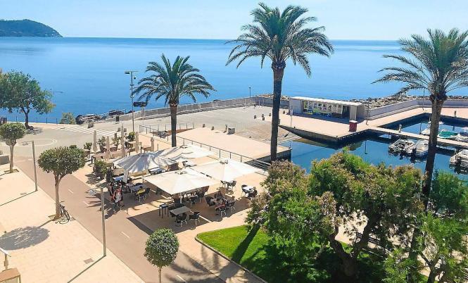 Ein strahlend blauer Himmel – so sah es am Freitag in Cala Bona im Osten Mallorcas aus.