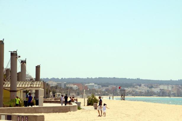 Auch Mallorcas Strände, hier die Playa de Palma in der vergangenen Woche, können wieder genutzt werden.