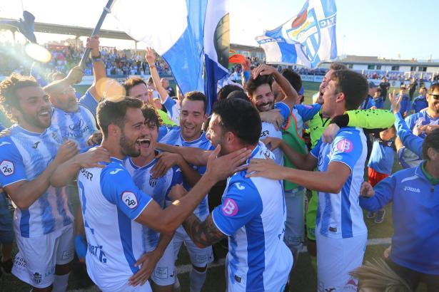 So bejubelten die Kicker von Atlético Baleares ihren Titel im vergangenen Jahr.