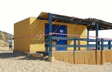 Die über viele Jahre existierende Strandbar am der unberührten Bucht von Cala Torta soll abgerissen werden. Wie die neue, nachhaltige Version aussehen soll, darüber herrscht weiter Uneinigkeit.