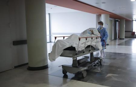 Die Zahl der Menschen, die mit Corona ins Krankhaus müssen, sinkt auf den Balearen von Tag zu Tag.