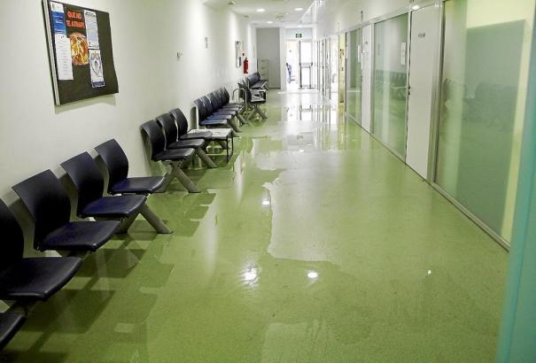 Im Gesundheitszentrum von Pere Garau gibt es Probleme mit fließendem und stehenden Wasser.
