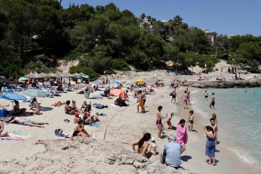 Oh Strand, du wurdest vermisst! So sehr, dass stellenweise die Zugänge an diesem Samstag geschlossen werden mussten.