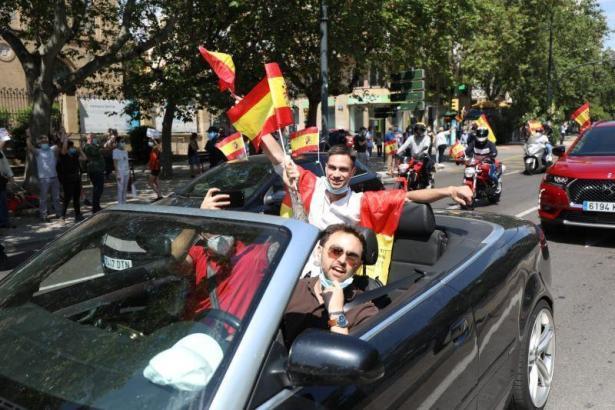 Über 300 Fahrzeuge nahmen an dem Autokorso in Palma teil.