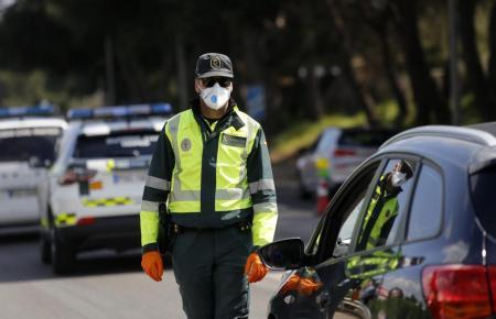 Polizist der Guardia Civil im Einsatz auf Mallorca.